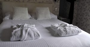 bed-1303450_1920